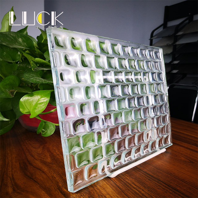 Customized design crystal three-dimensional 11mm 10mm Cast glass